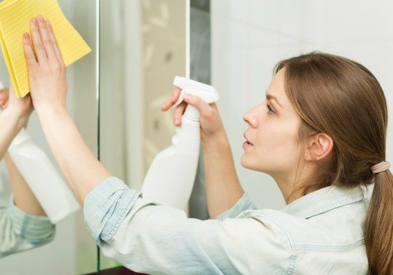 quickly wash mirrors in home