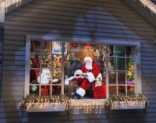 Christmas Window Decorations: Top 7 Absolutely Lovely Pick-Ups