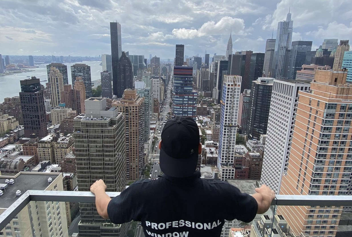 qualified window cleaning personnel
