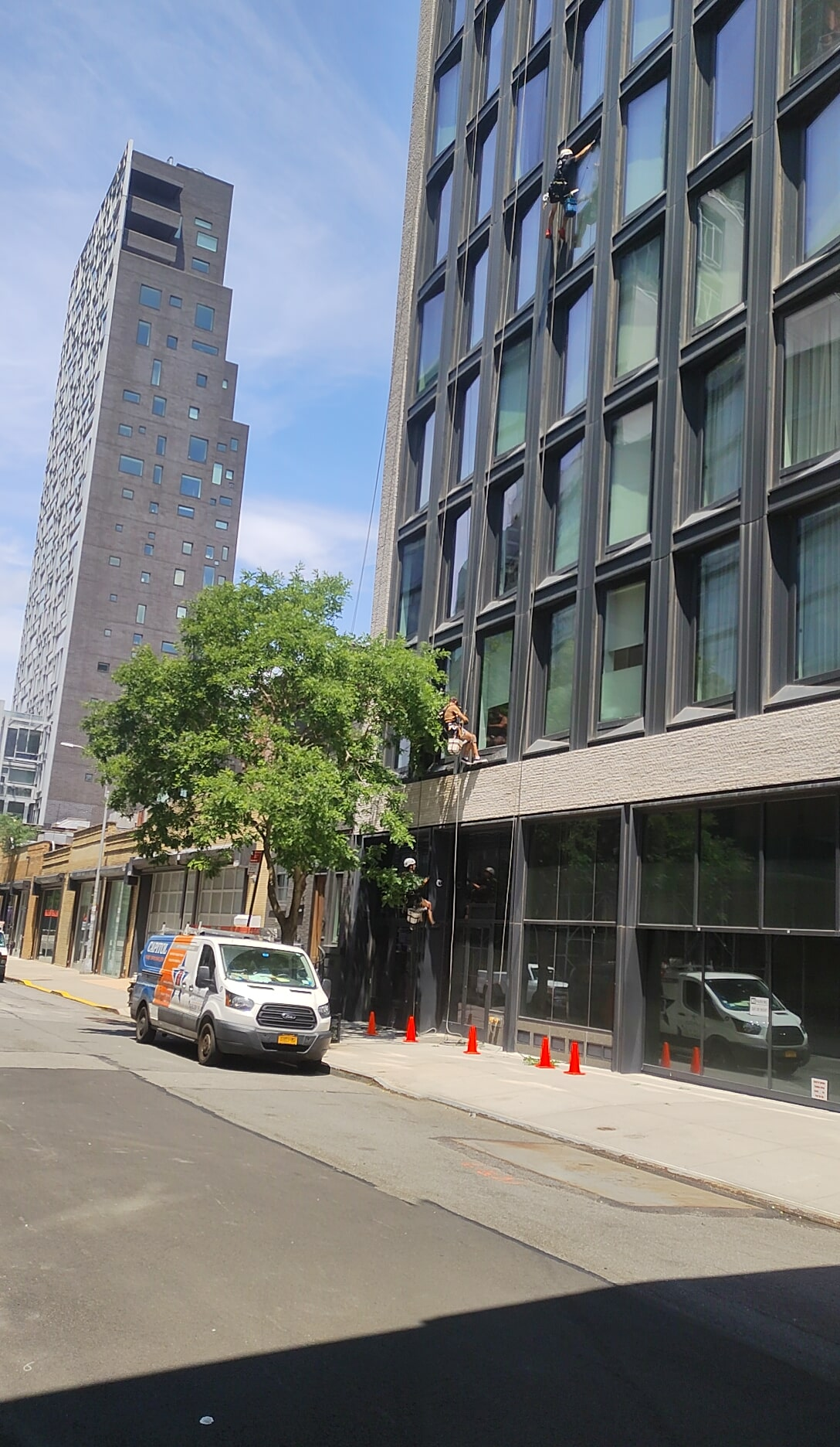 Professional windows cleaning in 505 West 19th