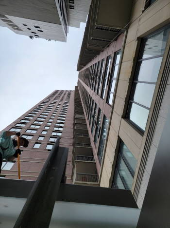 Windows cleaning in 422 east 72 street