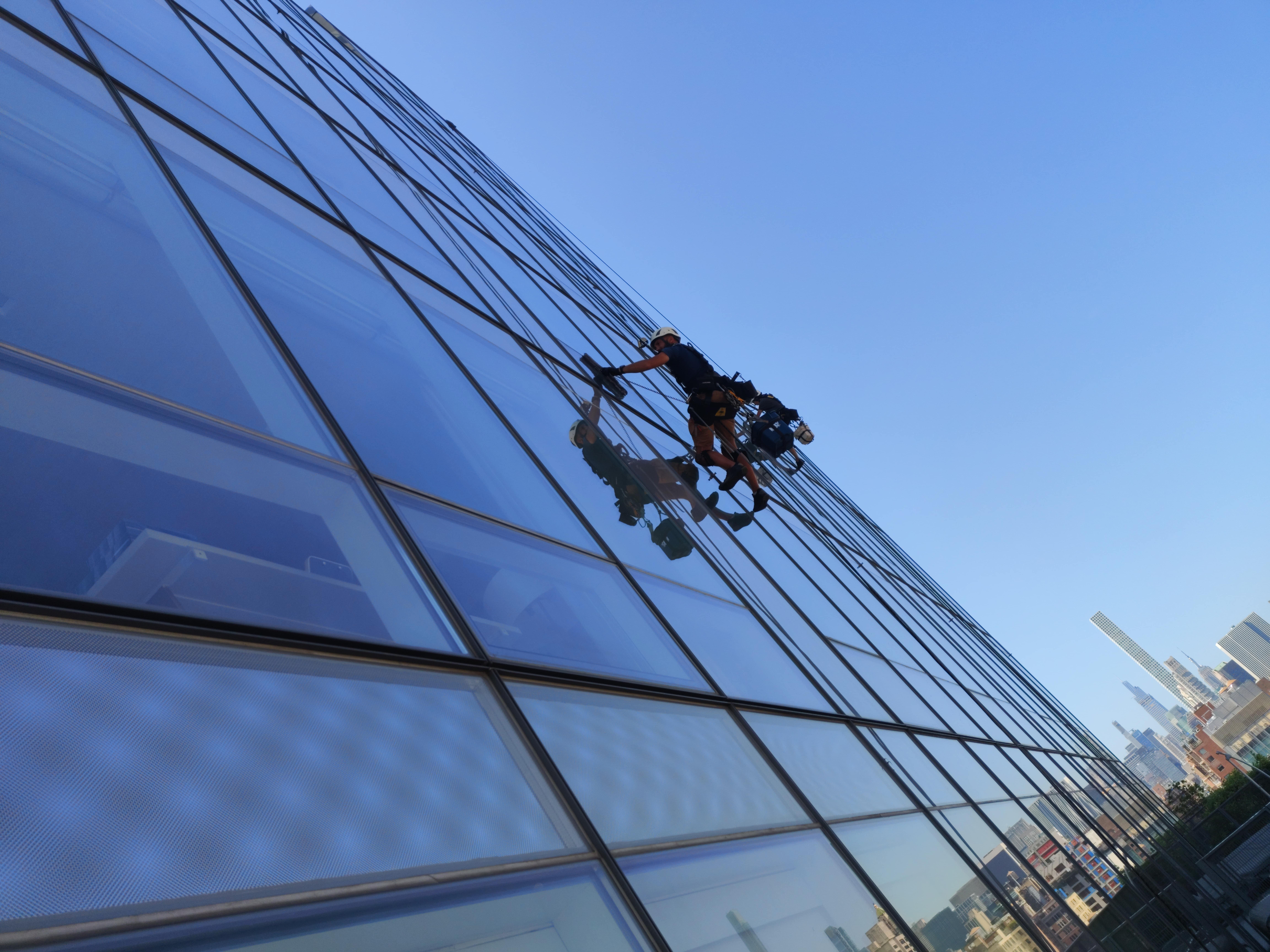 How to clean high rise buildings windows Manhattan