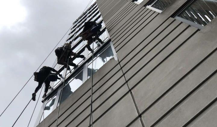 rope access to facade