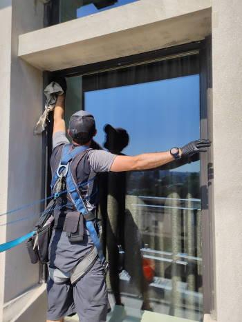 Window cleaning in 100 Amity Street Brooklyn