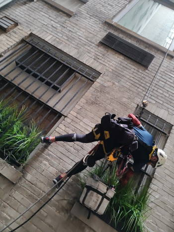 Windows cleaning in 920 5th Avenue